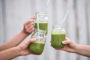 zumo-verde-facil-refresco-agua-mineral